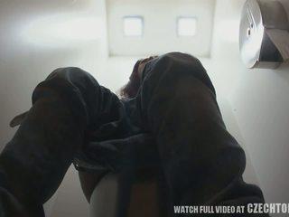 Una hidden kamera sa toilets worldwide