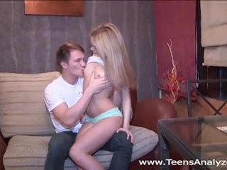 Nxehtë ruse adoleshent accepts anale propozim