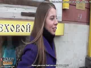 Mudel ilus tüdruk gets jobi üle the keha