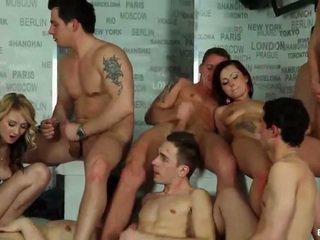 Biseksualne orgia cumshots