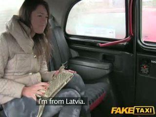 Nóng gal từ latvia fucked lược trong các cab