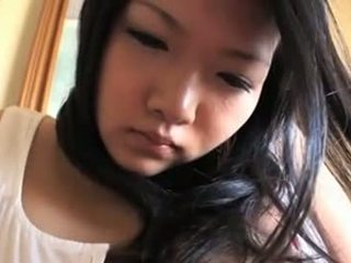 Innocent asiatique nana avec mega seins