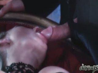 סקס בנות vidoes כאשר a אדם kiss שלהם ב שלה פה