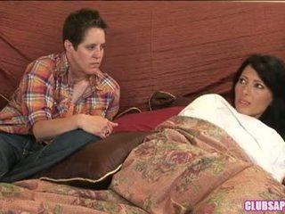 Zoey holloway og kat tilbringe den dag i seng