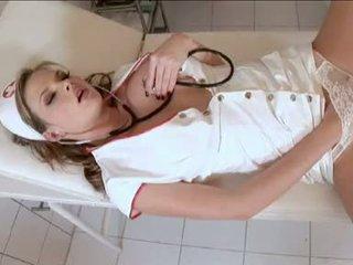 Злий медсестра tarra біла acquires сама збуджена усередині the clinic
