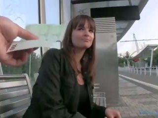 Public agent - tchèque fille fucks sur la grass (huuu)