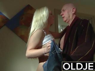角質 朝 セックス 古い 若い ポルノの ガールフレンド gets ファック