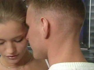 Caliente alemana rusa adolescente en oficina sexo acción