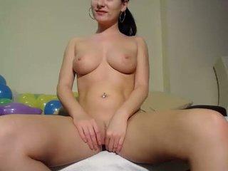 Find6.xyz babe lorywow flashing boobs on live webcam