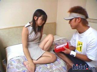 かわいい アジアの ティーン gets 彼女の 毛深い ビーバー rammed