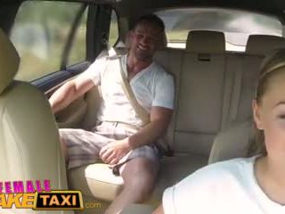 Femalefaketaxi massive suso cabbie wants titi sa ang upuan sa likuran video