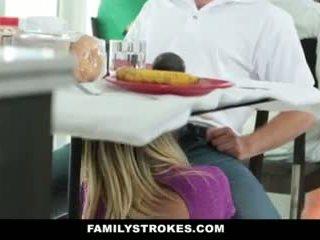 משפחה strokes- step-mom teases ו - fucks step-son