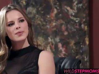 Abbey brooks accompanies cô ấy stepdaughter đến một công việc phỏng vấn