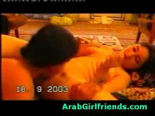 Rallig beauty aus irak sucks boyfriends schwanz im hausgemacht