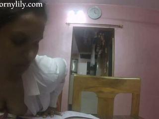 Slutty india sekretaris gets mesum in the kantor