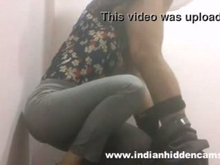 הידי בייב מציצות ב restaurant שרותים mms indian-sex