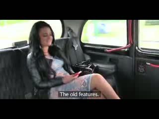 Liebe sahnetorte betrügen britisch mollig flittchen gets ein muschi voll von wichse im taxi
