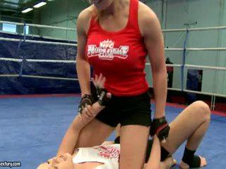 Lesbid võitlus raske ja perses cruel