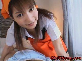 Ann nanba søt asiatisk sykepleier gives