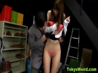 동양의 매춘부 stripped 과 모색