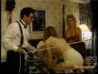 Блондинки ties нагоре two възбуден slags с на помощ на а стъд