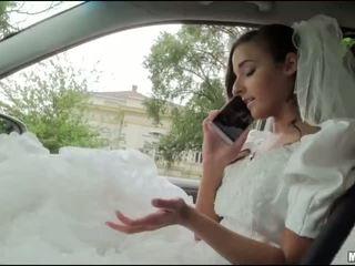 Runaway عروس amirah adara جنس في ل سيارة