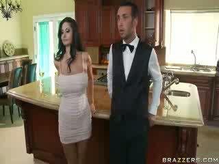 Domineering milf kes orders tema butler