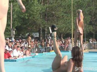 Freaky vajzat festë i vështirë për the crowd