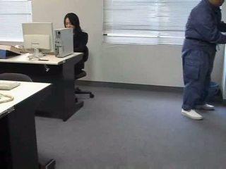 Molested guļošas birojs dāma