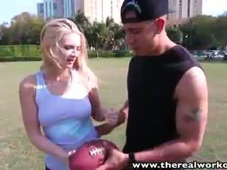 Therealworkout seksualu blondinė addison avery pakliuvom po football mokymas