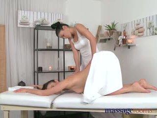 Menstruasyon rooms japon anne masseuse explores the vücut arasında bir seksi lokma beauty