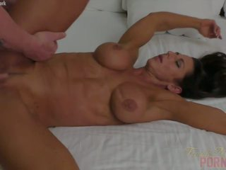 Muscular Briana Beau gets Fucked in Her Bed: Free Porn fc