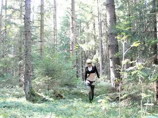 Lola spais crossdresser em o floresta