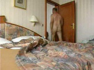 Jung mädchen loses sie anal virginity von kraft video