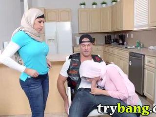 falska bröst, stora tuttar, arab