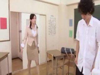 Karstās japānieši skolotāja