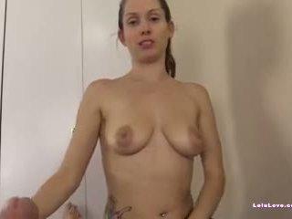 Female masseuse sucks 和 fucks 客戶 到 一 大 面部 射精 視頻