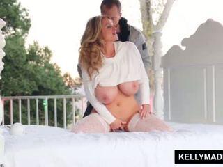 Kelly madison sundown stroking في ال patio <span class=duration>- 11 min</span>
