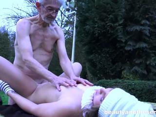 امرأة سمراء, الجنس عن طريق الفم, مراهقون