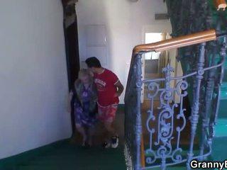 Nenek adalah banged oleh an muda pickuper