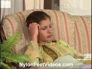 Sophia și morris kewl ciorapi scurti picioare scenă