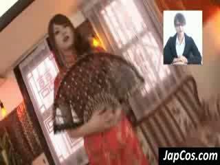 স্পর্শকাতর এশিয়ান geisha gets teased