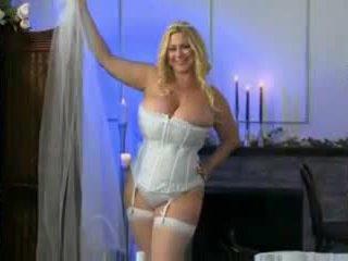 大きな美しい女性 38g 結婚式 夜