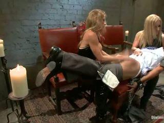 Wanita dominasi dan penyeksaan rapat kepada pegging oleh dominant blondes dia zerva dan felony