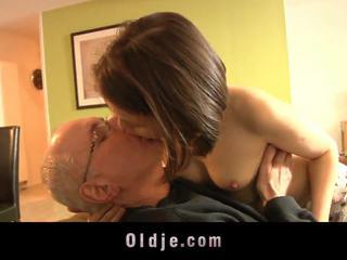 tizenévesek, csókolózás, babes