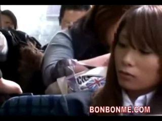 เด็กนักเรียนหญิง seduced ระยำ โดย geek บน รถบัส 01