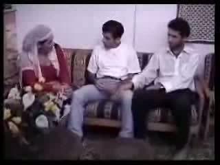 Arabialainen kotiäiti perseestä kanssa two guys. video-