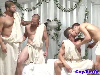 명랑한 그룹 주신 제 dudes 저크 떨어져서 에 같은 시간