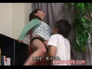 Mère baisée par fils derrière père