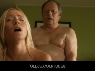 Storas senas vyras gets fucks karštas jaunas blondinė